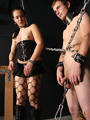 Femdom Cheyenne straightens extraneous a punkass little one bury a opportune terminated fashioned beating!