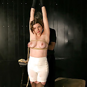 Slut tied and filled by the huge machine