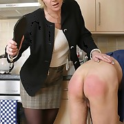 Wife punished bad husband on the kitchen