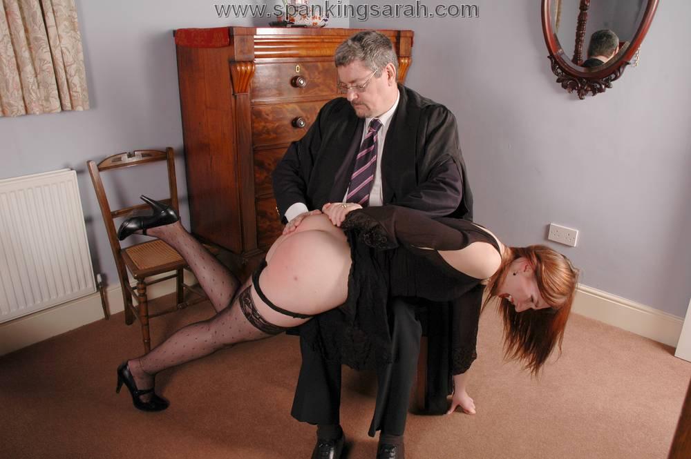 наказал секретаршу отлупил
