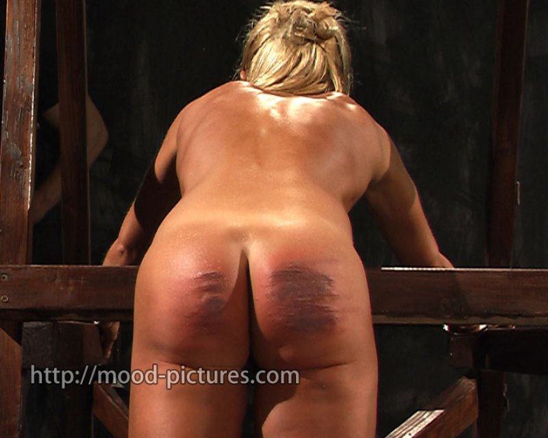 spank thumbs free caned