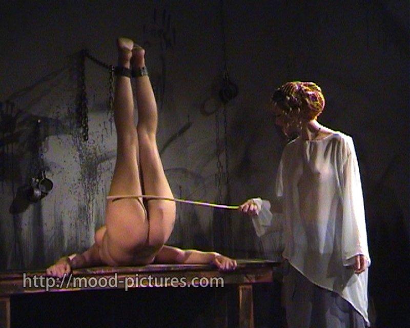 наказание рабыни видео онлайн