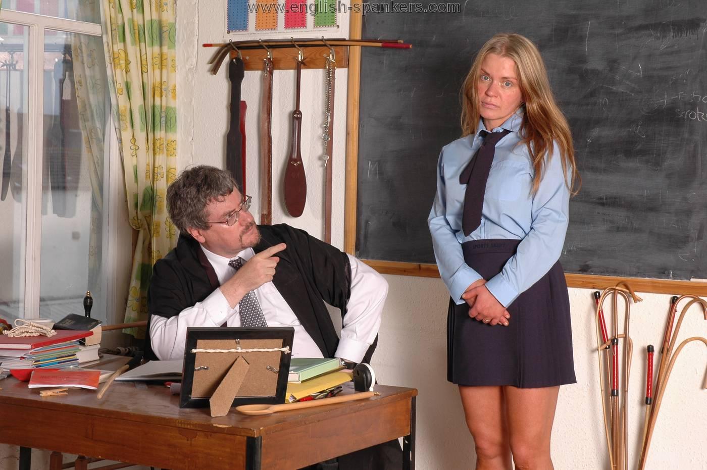 Ученицы и учитель после уроков, Учитель оставил шикарную старшеклассницу после 7 фотография