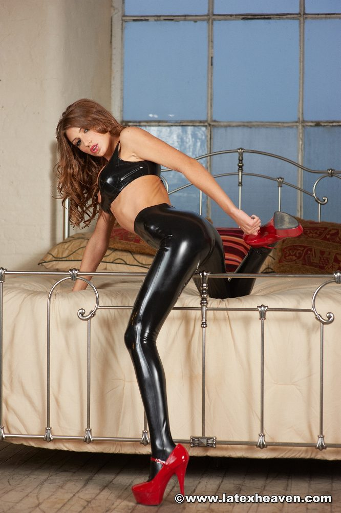 Shiny leggings tgp