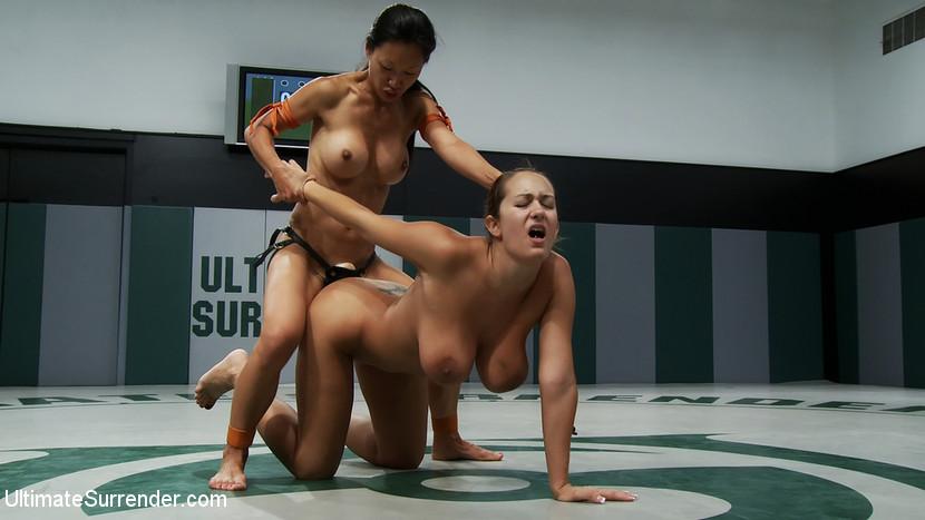 голые сиськи на женском реслинге