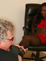Mistress in pantyhose in ass worship action