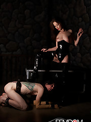 Mistress Jessi Palmer in Latex