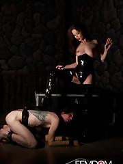 Mistress Jessi Palmer in Latex