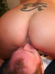 Hard worship action with tattoo babe