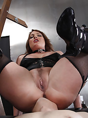 The blonde domina made slave clean her ass