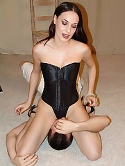 Fetish bitch Ander is furious and punishes her slave with her delicious ass and glistening pussy