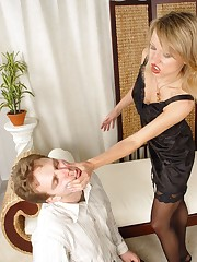 Blonde slapped boyfriend`s face