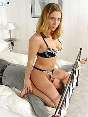 Mature mistress facesitting