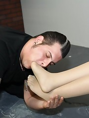 The mistress enjoing of her toe licking
