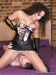 Leather wife smothered her husband by pussy