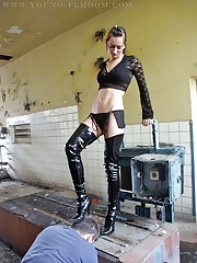 Slave was trampled by boots and smothered