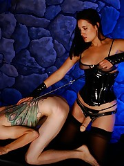 Dominatrix Kimberly Kane makes her male submit to her strapon