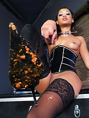 Dominatrix Skin Diamond loves humiliating her subs