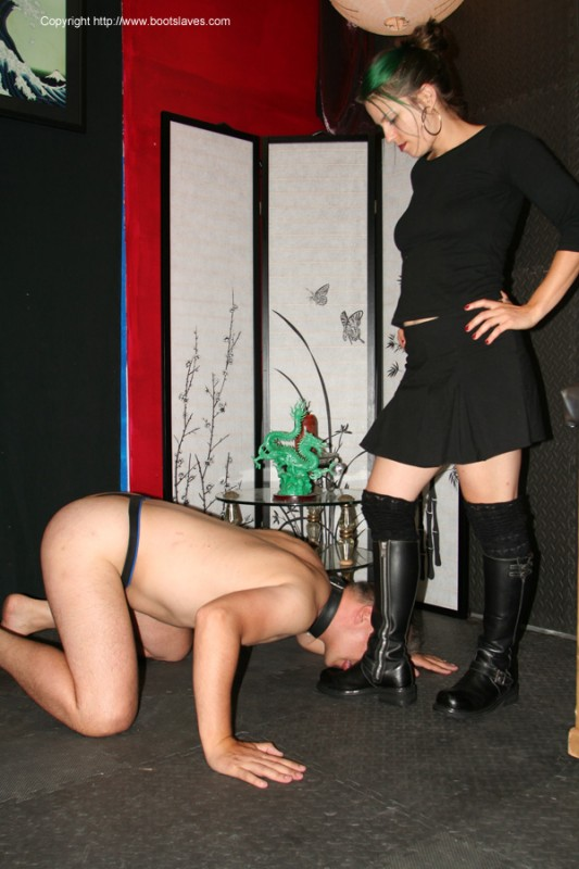 Femdom female worshipper