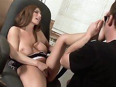 Big tit brunette Savanna Jane ends up having her feet sucked off in this hot scene