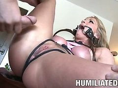 Intense bondage for MILF.