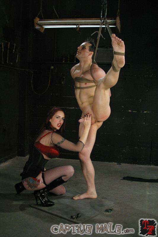 Females into male bondage