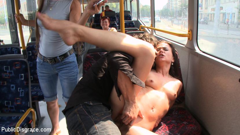 seks-gde-devushka-v-avtobuse
