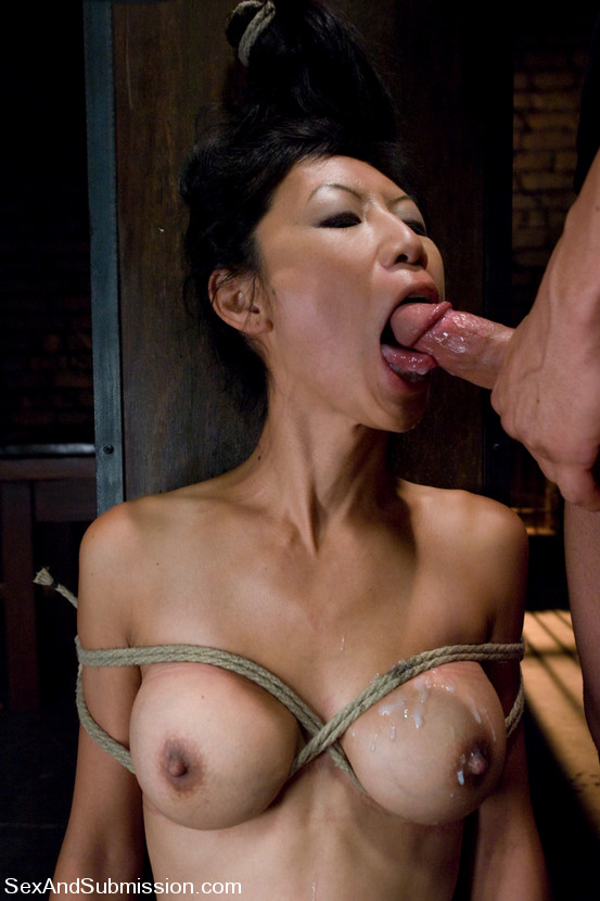 Tia Ling gets rope bondage act and having rough sex. porno-sex-foto