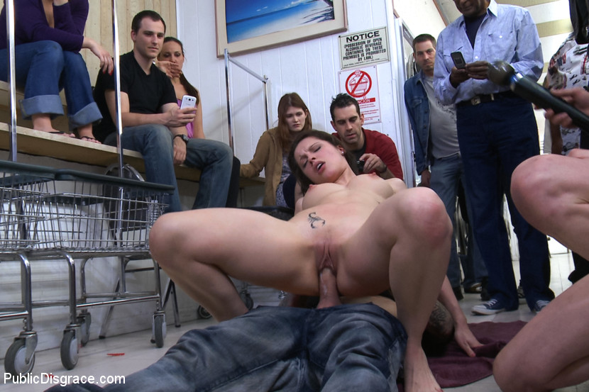 Фото прилюдный секс