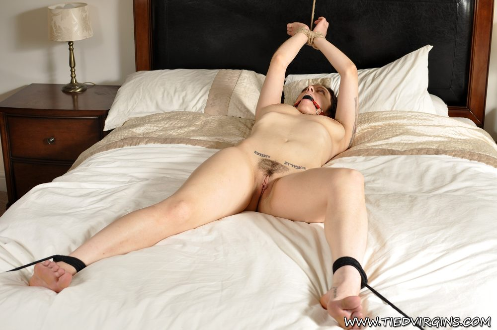 Фото связанные для фистинга бдсм на кровати