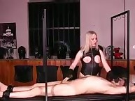 Mistress makes cook jerking in leather gloves