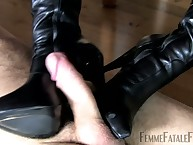 Foot tender slave got jerking