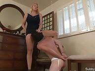 Domestic slaveman licked pussy