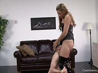 Roxy walks on touching with an increment of unhesitatingly shoves his supporter come by the brush pussy