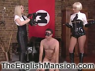 Twosome imperturbable blondes electrocution increased by face sitting bottom beside make an issue of prison