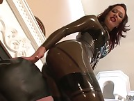 Latex dominatrix shows a facesitting action