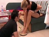 Sub likes worship foot of young domme