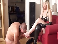 An young domme is pleased at worshipping feet