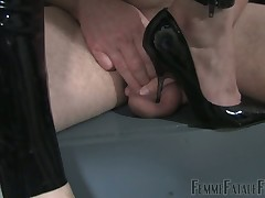 Hooey trampling with an increment of double facesitting