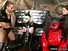 Bitch dressed in red latex and she sit on slave