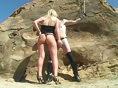 Peaches domme Shayne Ryder distressing a malesub locked nearly a stone.