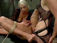 Femdom Revenge: Lorelei Lee together with Mona Wales excoriate Misbehaved Beggar