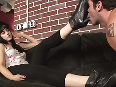 Brunet lady preparing her subby for a trampling set