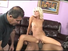 She receive enjoyment when that babe abase slaves
