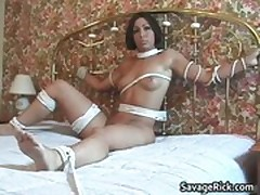 Dude plays bondage with sexy babe who