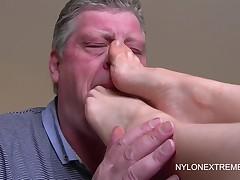 Foot worship to footjob