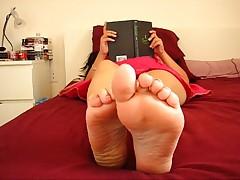 Hot Goddess Ignores, Foot Worship