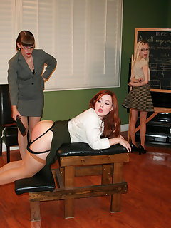 <!–-IMAGE_COUNT-–> of The girls bend over for Nikki