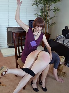 <!–-IMAGE_COUNT-–> of Mom gives her hard spanking