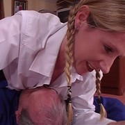 Schoolgirl smothers daddy